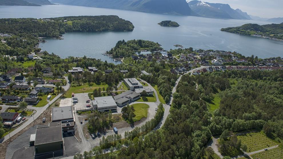 Borgund Folkehøgskole oppgraderte skoleanlegget i 2013 og elevene søker fortsatt aktivt til sunnmørsskolen.
