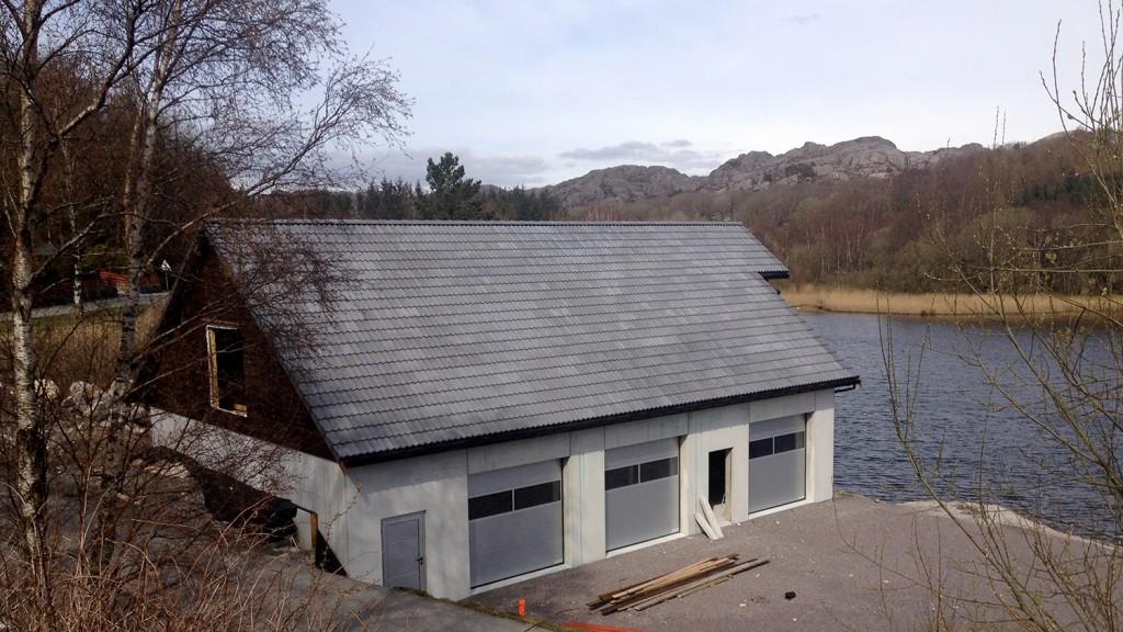 Det nye klubbhuset ligger idyllisk til ved Ognatun. Foto: Petter Olsen
