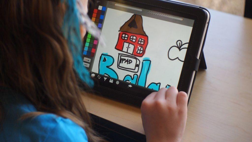 TEMAKVELDER: Barnevakten har utviklet egne temakvelder for foreldre og barnehageansatte om mediebruk. FOTO: Brad Flickinger/CC/Flickr