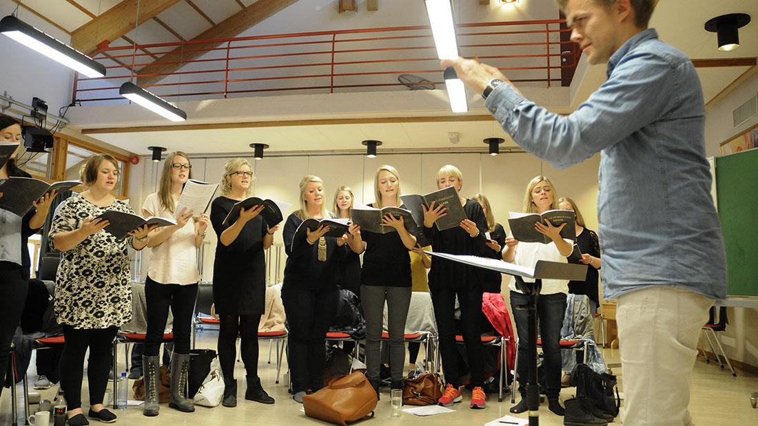 Til sommeren slutter Anders Berglund som dirigent for divisi, og Jostein Myklebust (bildet nedenfor) kommer tilbake. Foto: ImF Media arkiv